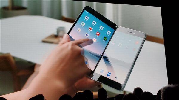 微软:明年底上市的Surface Duo双屏手机仅支持4G网络
