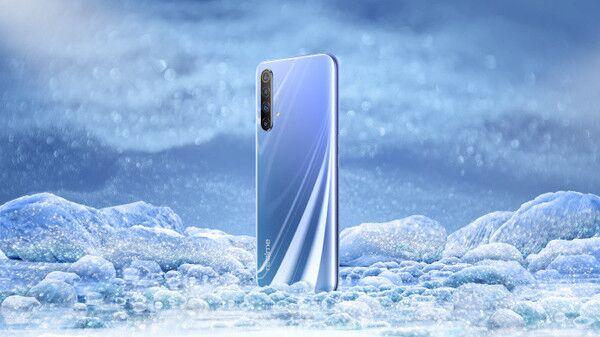 realme X50 5G手机真机首曝:采用时下流行的双打孔全面屏设计