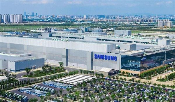 外媒称:三星电子已增派300多人乘包机赴西安芯片工厂援建
