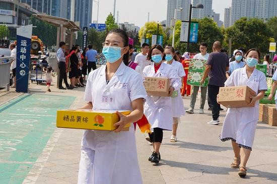 【益路华彩·公益助农】培恩健康为一线劳动者送爱心 用实际行动回馈社会