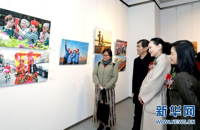 """""""黄河两岸是故乡""""大型摄影主题展在郑州开幕"""