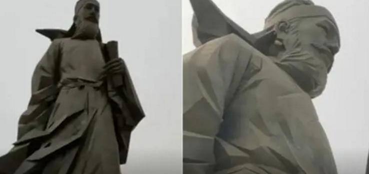 懵逼!湖北男子在广场拍30米高铜像发现不对劲 拉近一看不淡定了